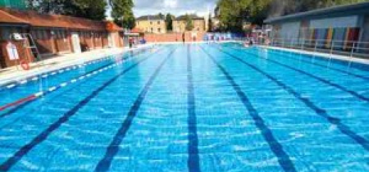 Hackney to continue free swimming programme