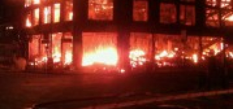 Lawless Tottenham: Looting and burning spreads