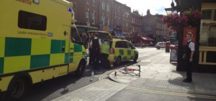 Cyclist  injured in Stoke Newngton collsion