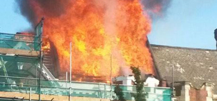 Stamford Hill Blaze destroys flats and shop below