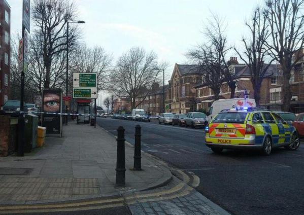 The crash scene on corner of Amhurst Road and Seven Sisters Road. image courtesy of@ShomrimOfficial